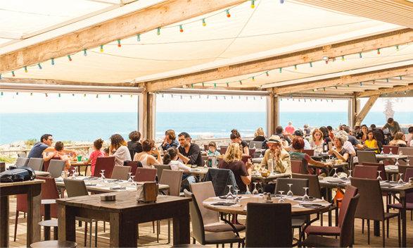 Déjeuner au bord de la mer dans l'Aude