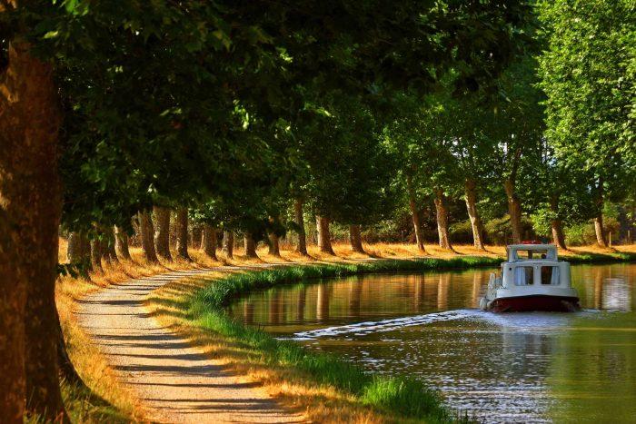 À vélo sur le Canal du Midi en Lauragais ©Céline Deschamps-ADT de l'Aude