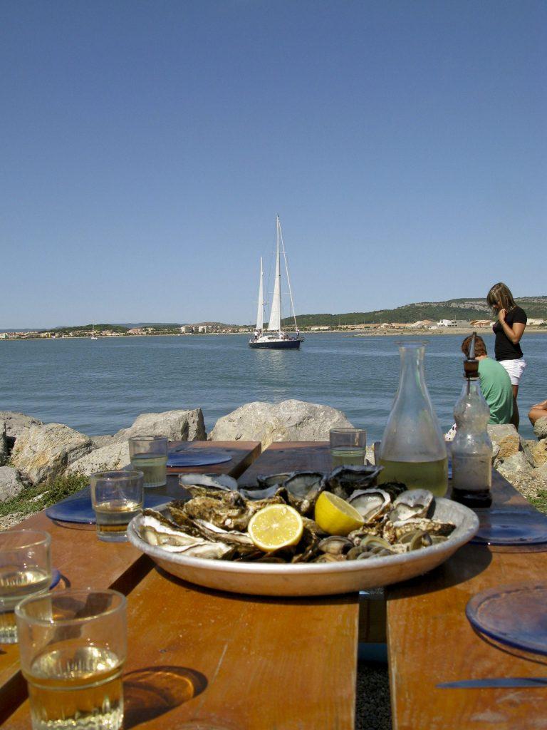 Manger un plateau de fruits de mer à La Perle Gruissanaise