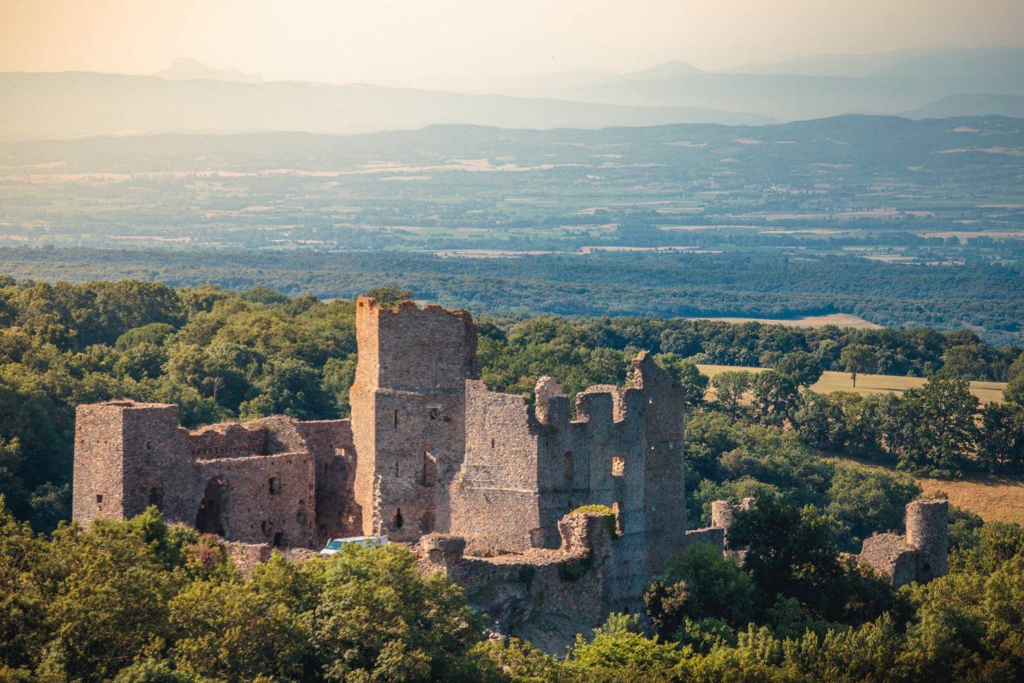Vue sur le Château de Saissac ©Vincent Photographie