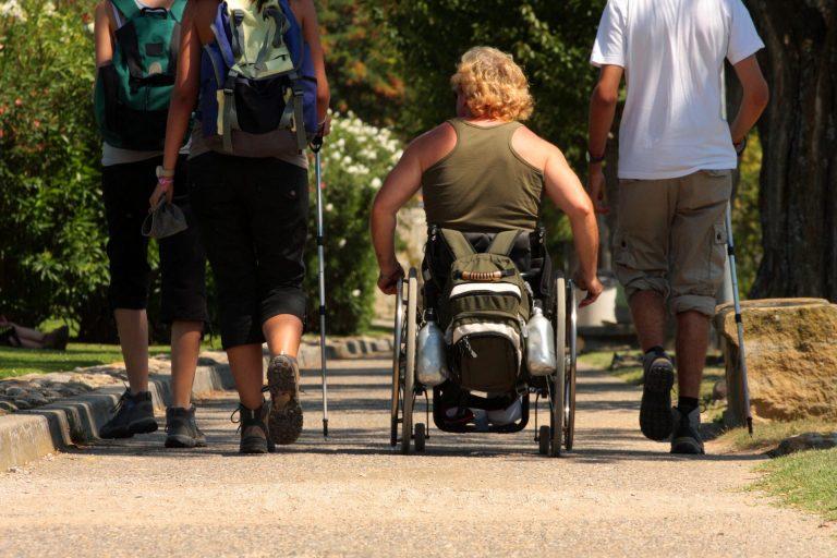 Randonnée en fauteuil tourisme-handicap © Céline Deschamps-ADT de l'Aude