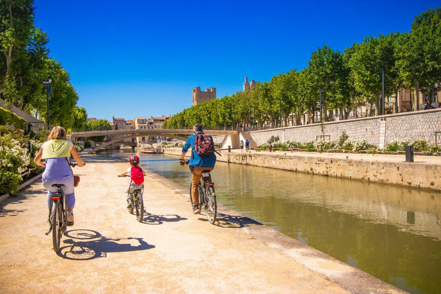 Balade à vélo le long du Canal du Midi ©Céline Deschamps-ADT de l'Aude