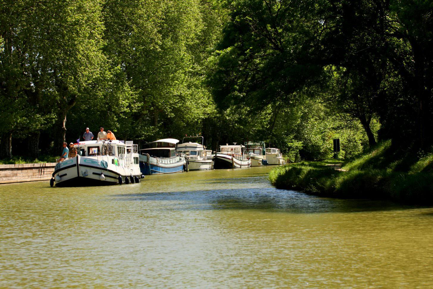 Carcassonne, canal du midi, bateaux