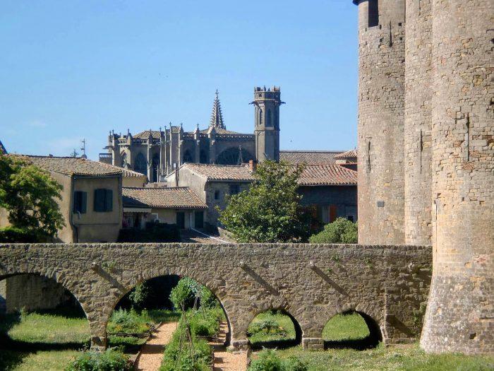 Carcassonne, cité, basilique pont chateau