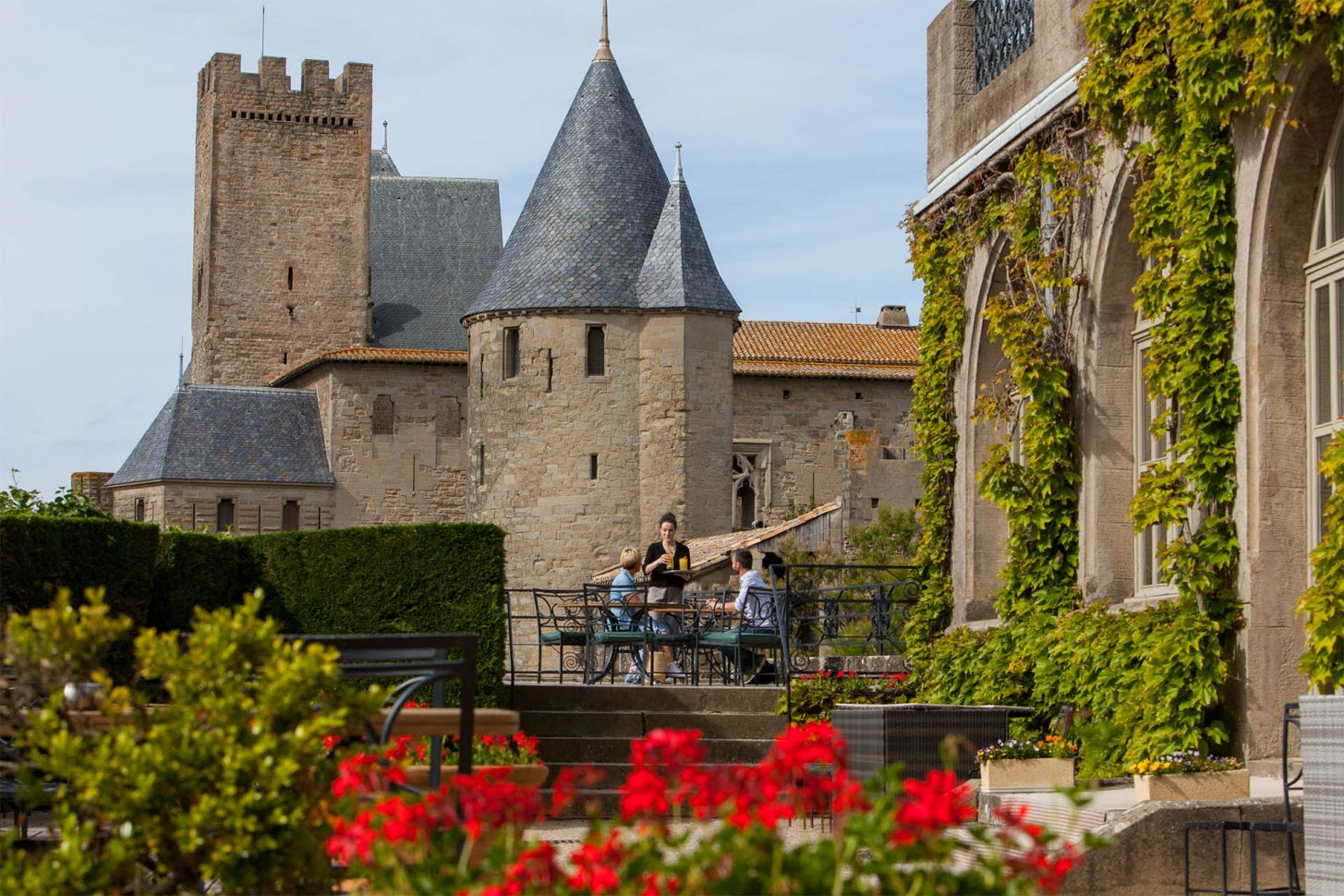 Carcassonne, cité, couple à la barbacane