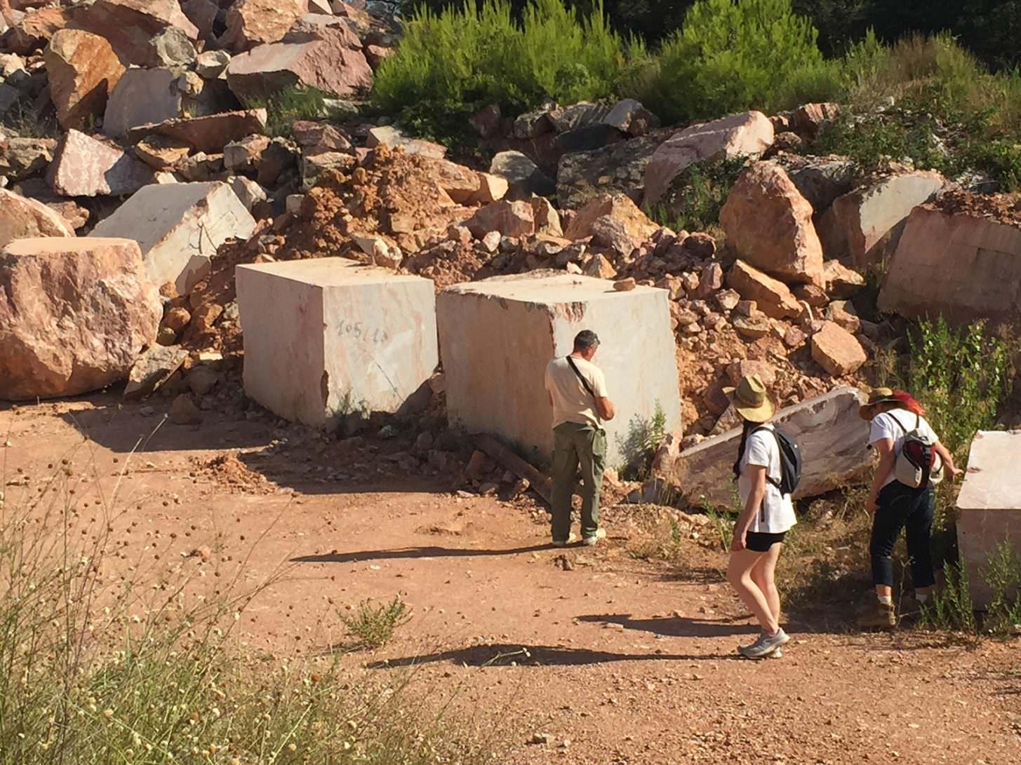 Caunes minervois safari carriere marbre