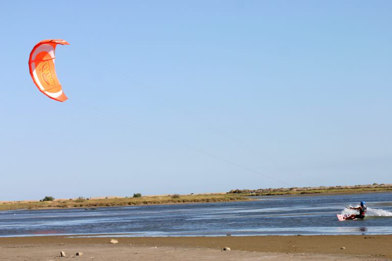 Etang de Pissevaches à Saint Pierre la Mer, kite