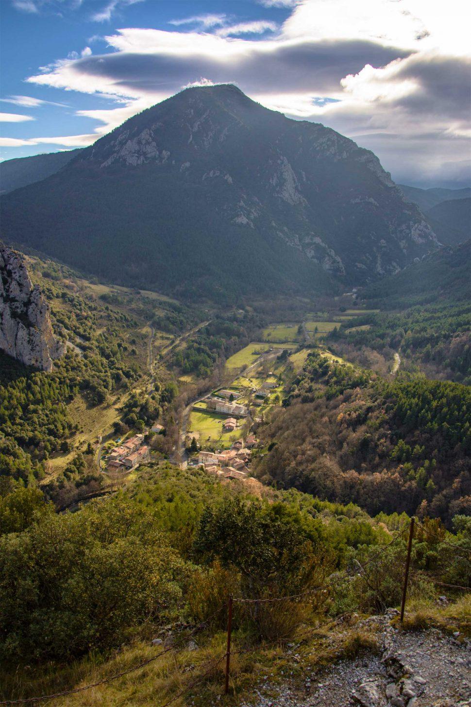 Vue sur le village de Lapradelle-Puilaurens ©Vincent Photographie