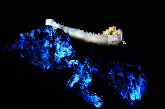 lapradelle puilaurens, chateau de nuit