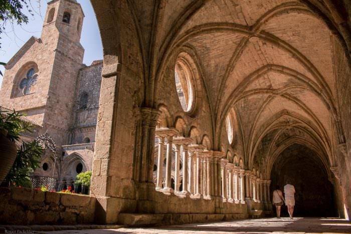 Narbonne, abbaye de fontfroide, cloitre et clocher