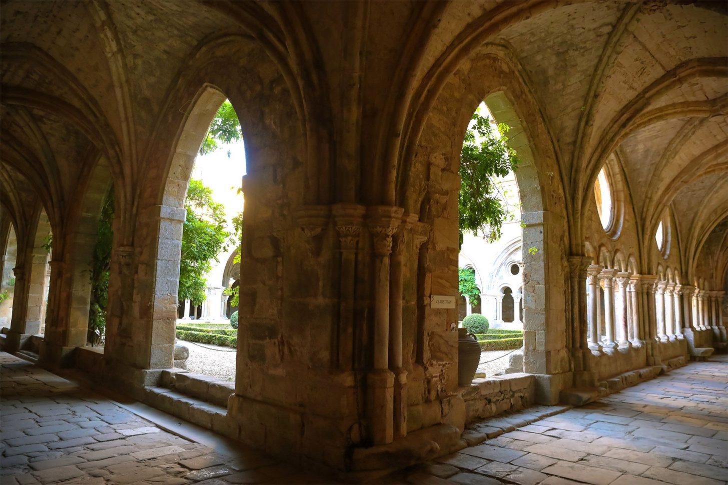 Visite du cloître de l'abbaye de Fontfroide ©Bernard Delmas-Mairie Narbonne