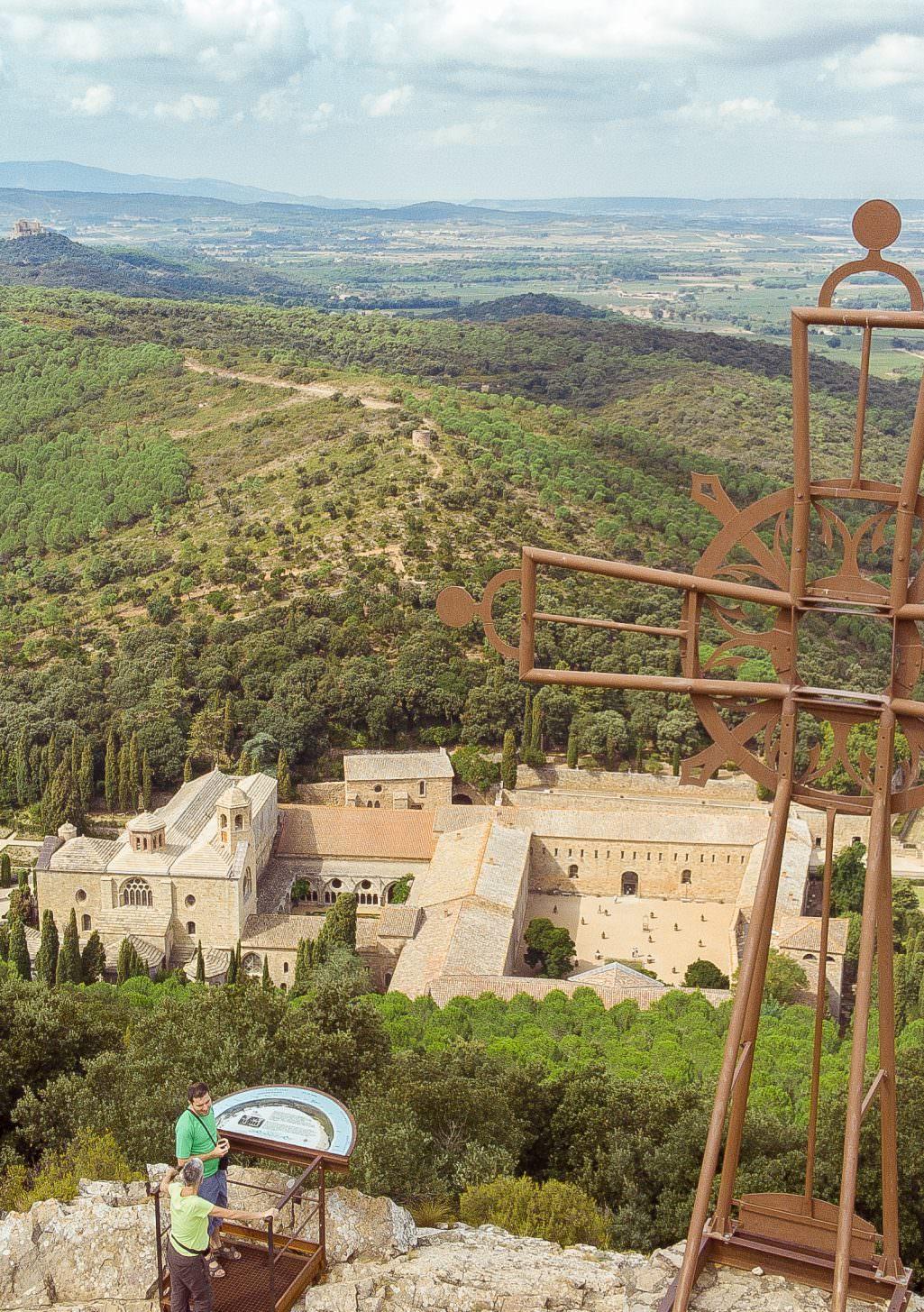 Narbonne, abbaye de fontfroide et massif ©Rogier Fackeldey-Abbaye de Fontfroide