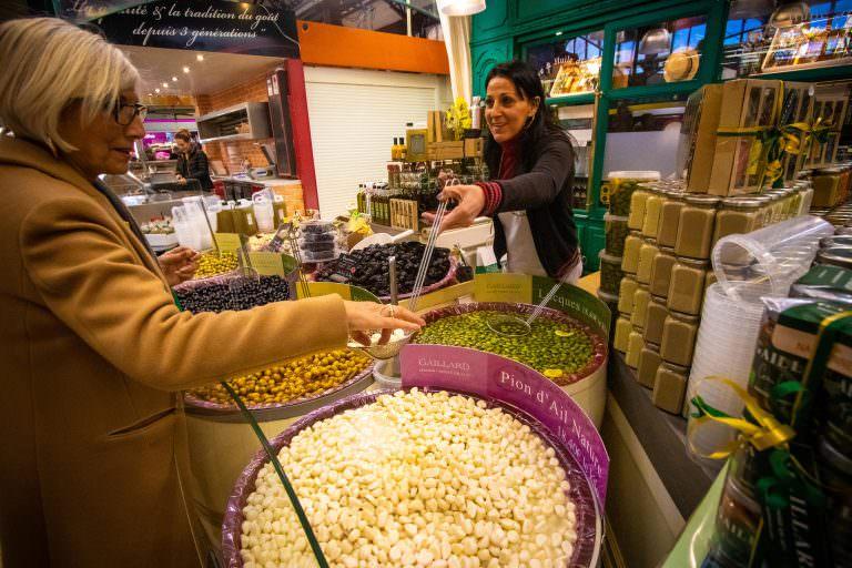 Narbonne, les halles, vendeur, olives