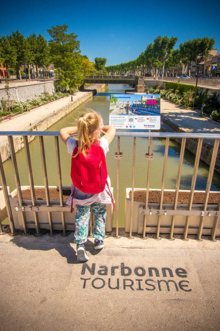 Balade en bateau en famille à Narbonne ©Céline Deschamps-ADT de l'Aude