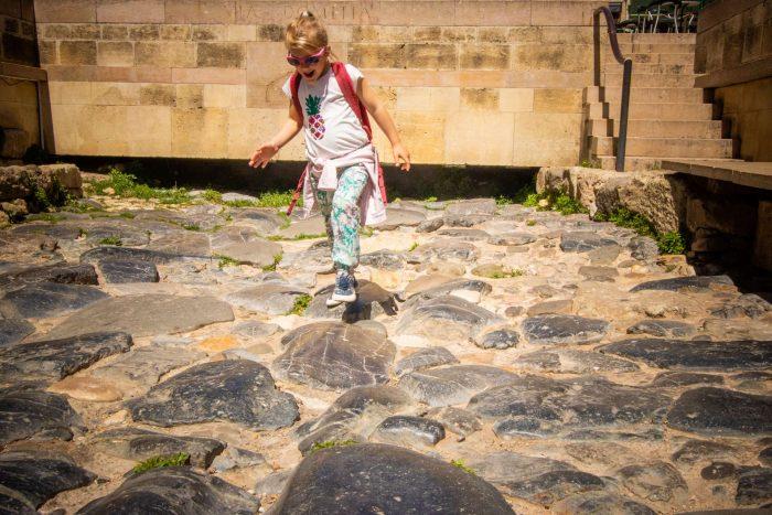 Sur les traces de la Via Domitia, enfant- C. Deschamps