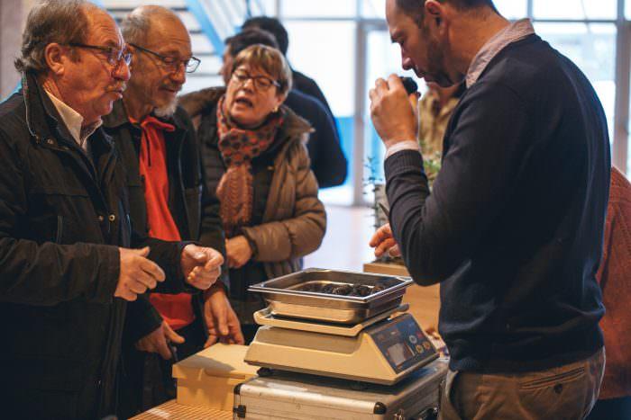 Villeneuve Minervois, marché aux truffes