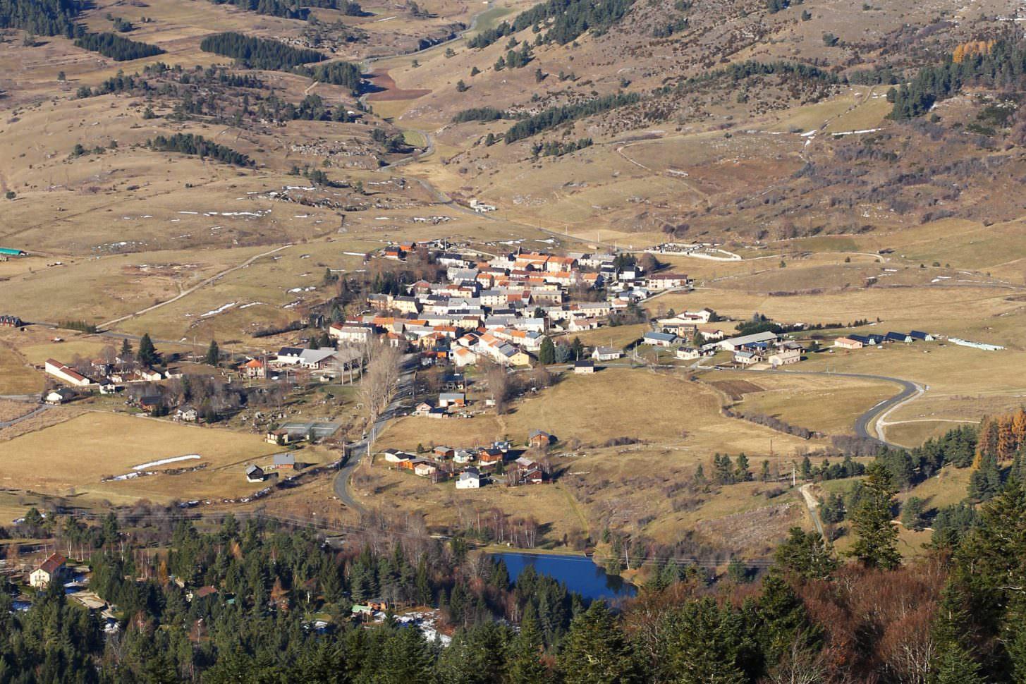 Camurac, village