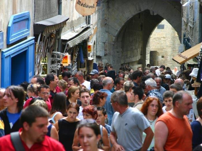 Passage dans la Cité de Carcassonne, rue Cros Mayrevieille ©ADT de l'Aude