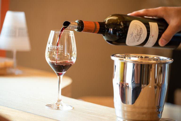 Dégustation de vins au chai du Château de Pennautier ©Lorgeril