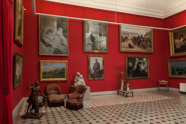 Limoux, musée petiet, la salle rouge - Cr. Ph. Benoit, Conservation départementale des musées