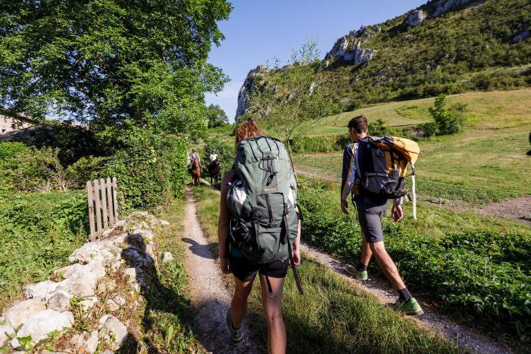 randonneurs au château de Roquefixade