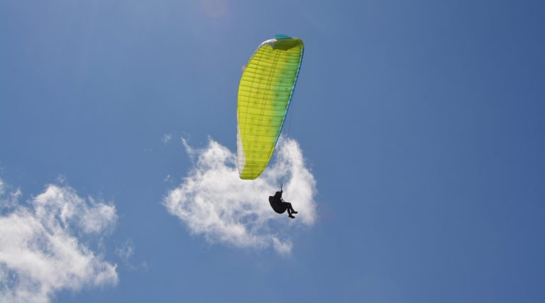 Parachutiste en descente © JacLou DL