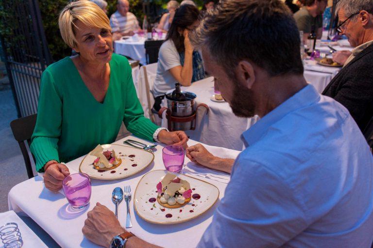 Repas au Comte Roger, Dessert en terrasse - Cité de Carcassonne @ Philippe Benoist