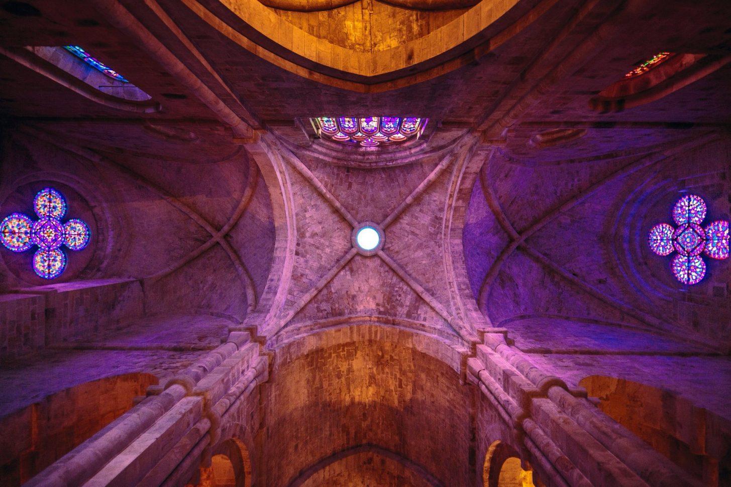 Abbaye de Fontfroide, vitraux, crédit Vincent Photographie