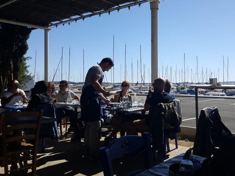 Restaurant la Nautique, en terrasse © ADT de l'Aude