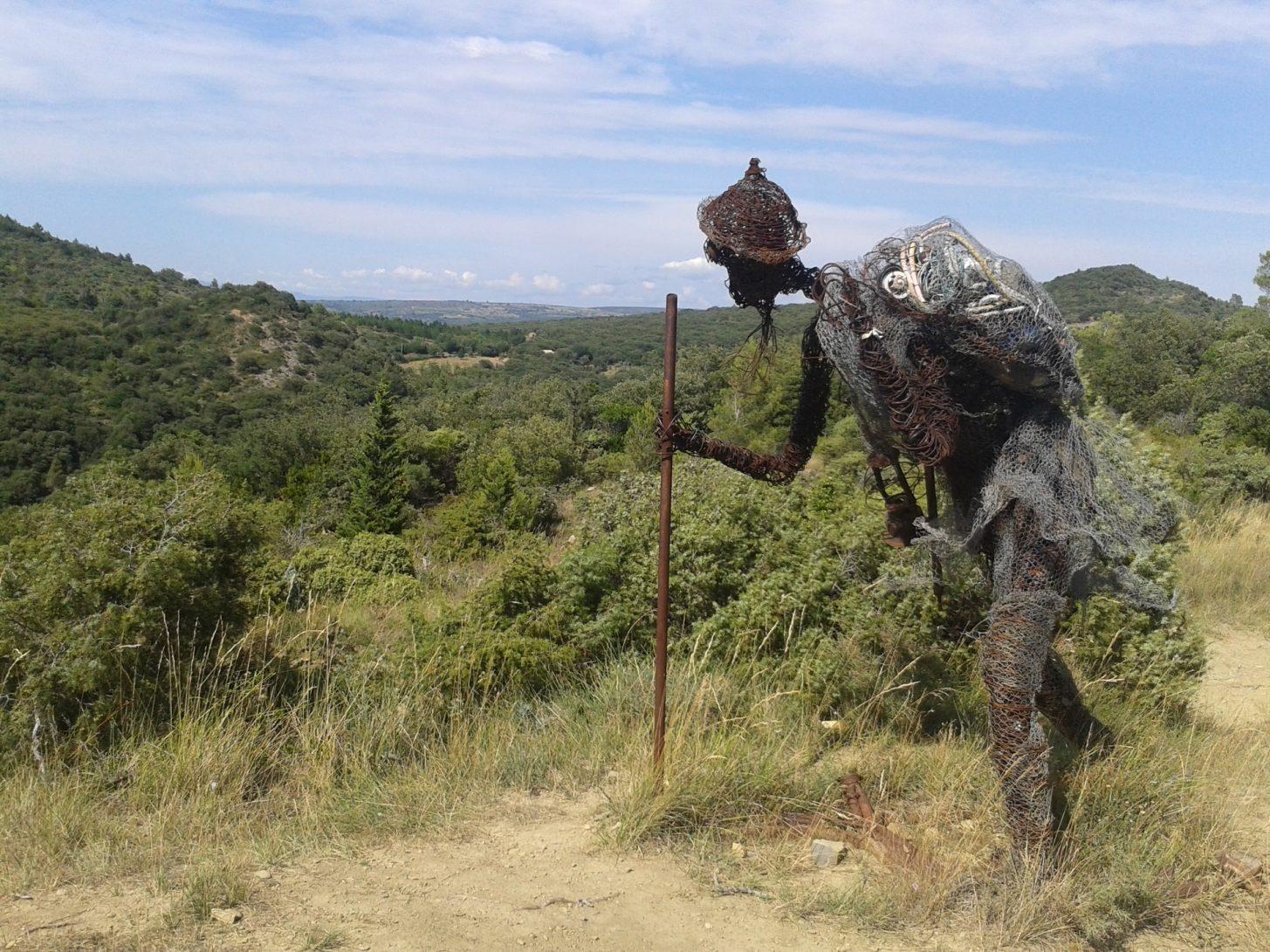 Oeuvre d'art contemporaine sur le sentier de Mayronnes ©ADT de l'Aude