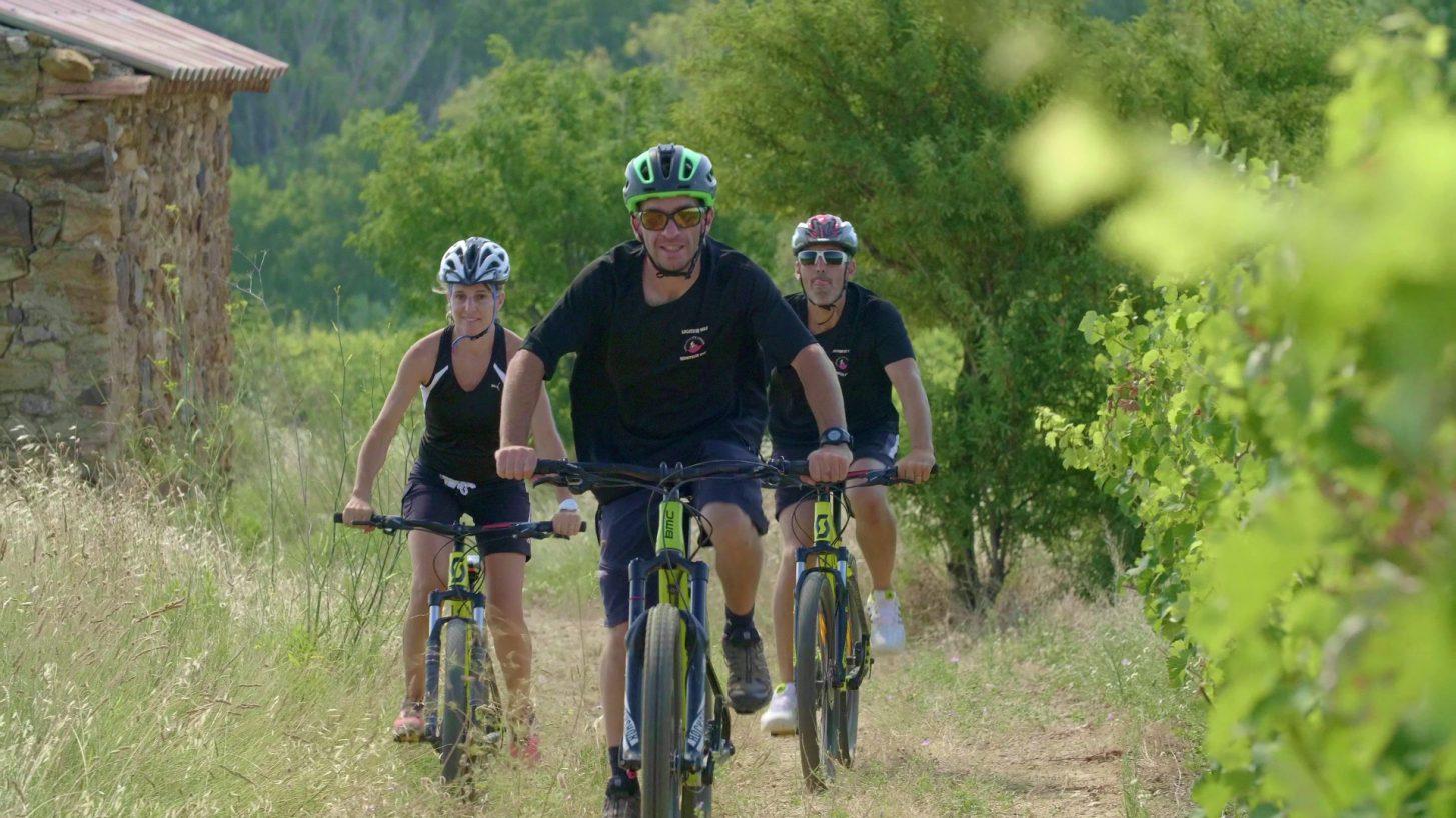 Balade dans les vignes à vélo ©Ailium - ADT de l'Aude