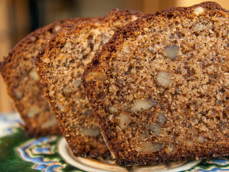 Cake tranché dans une assiette ©Istock ADT de l'Aude