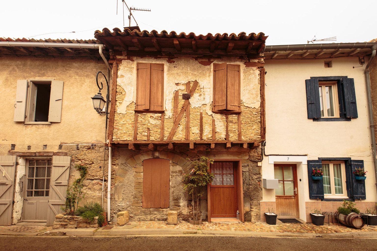 Maison à pans de bois dans le village de Saint-Papoul ©Vincent Photographie-ADT de l'Aude