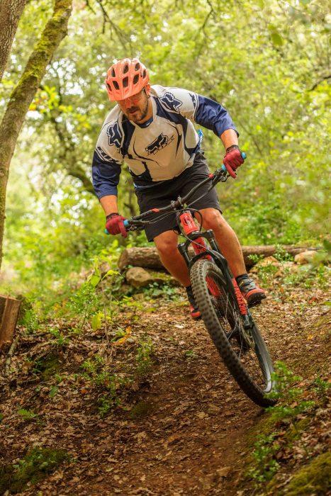 VTT sportif dans les bois©Vincent photographie- ADT de l'Aude