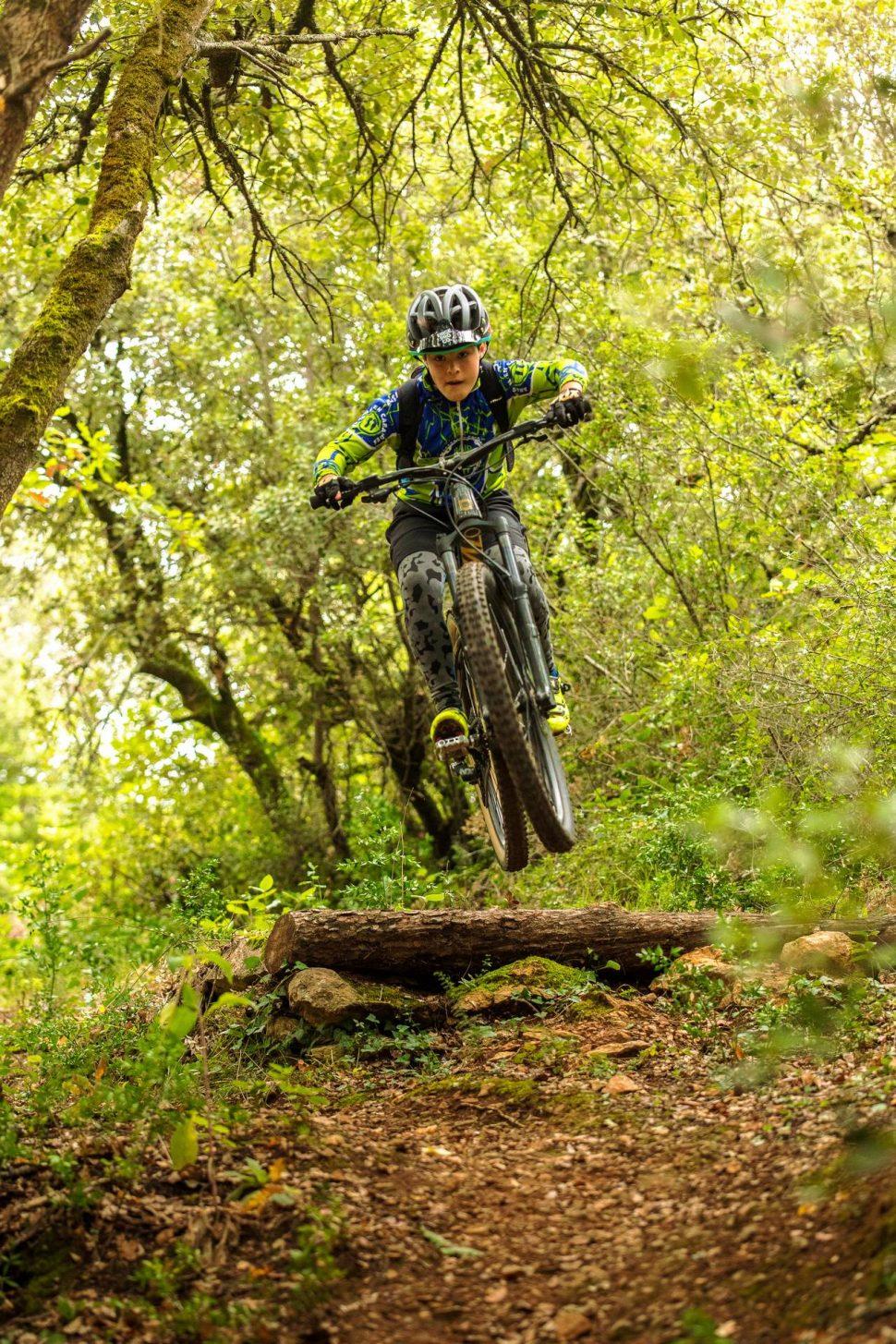 Entrainement VTT sportif pour enfant © Vincent photographie - ADT de l'Aude