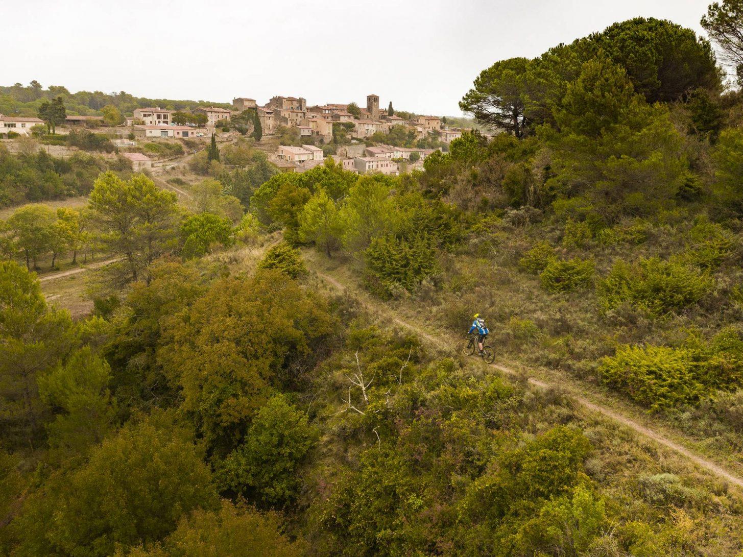 Sur les sentiers VTT de la base d'Aragon © Vincent photographie - ADT de l'Aude
