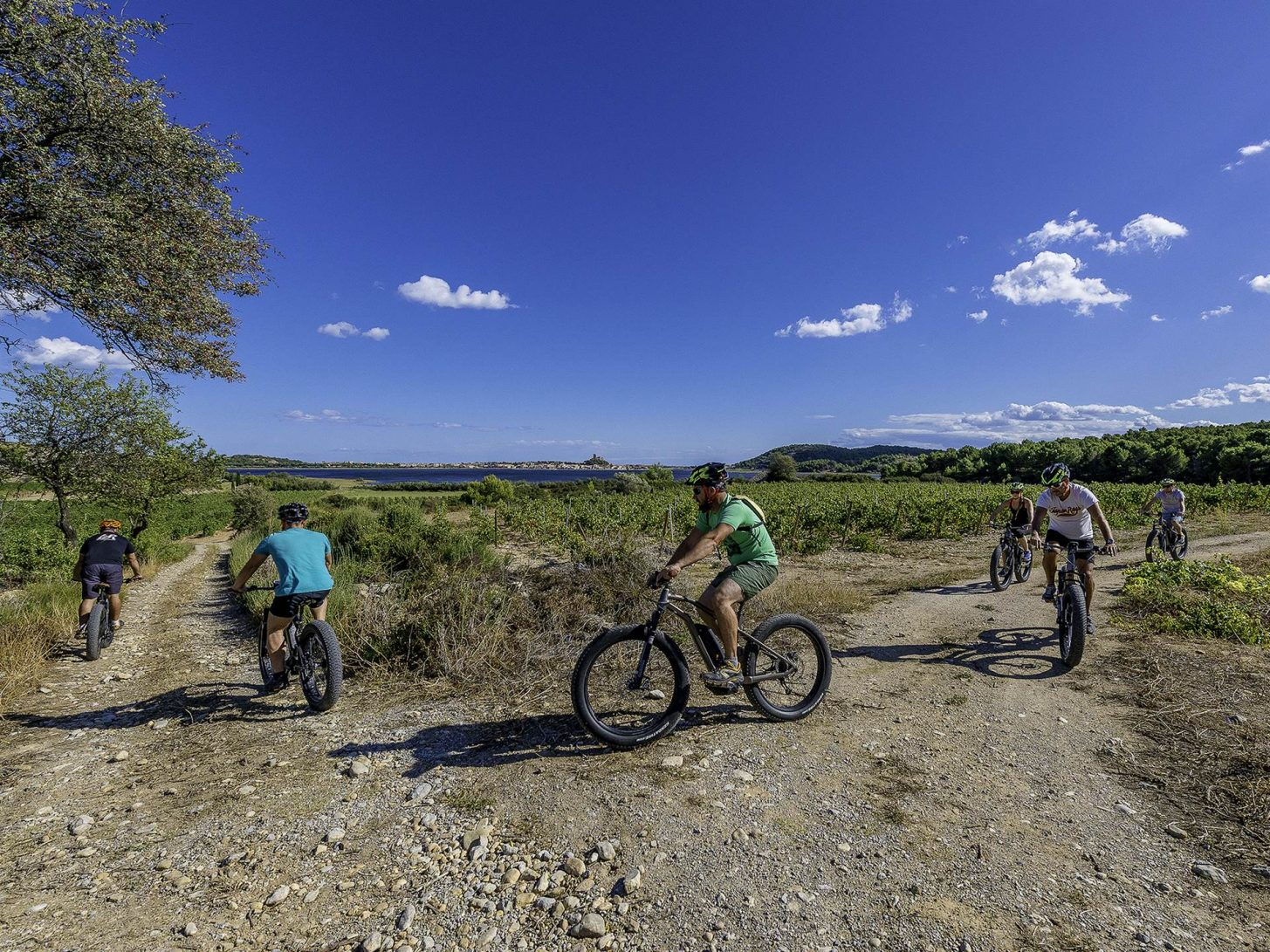randonnée VTT entre amis à Gruissan ©Philippe Calamel- Office de Tourisme Gruissan