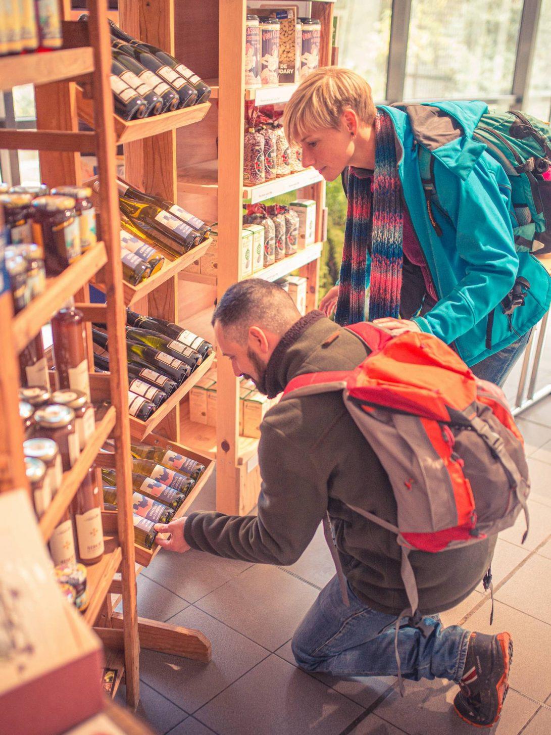Boutique de produits de terroir aux châteaux de Lastours ©Vincent Photographie, ADT de l'Aude