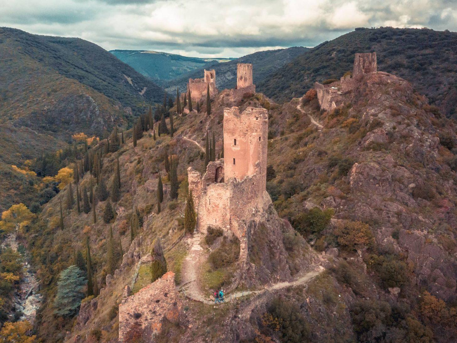 Les châteaux de Lastours gardent la vallée ©Vincent Photographie, ADT de l'Aude