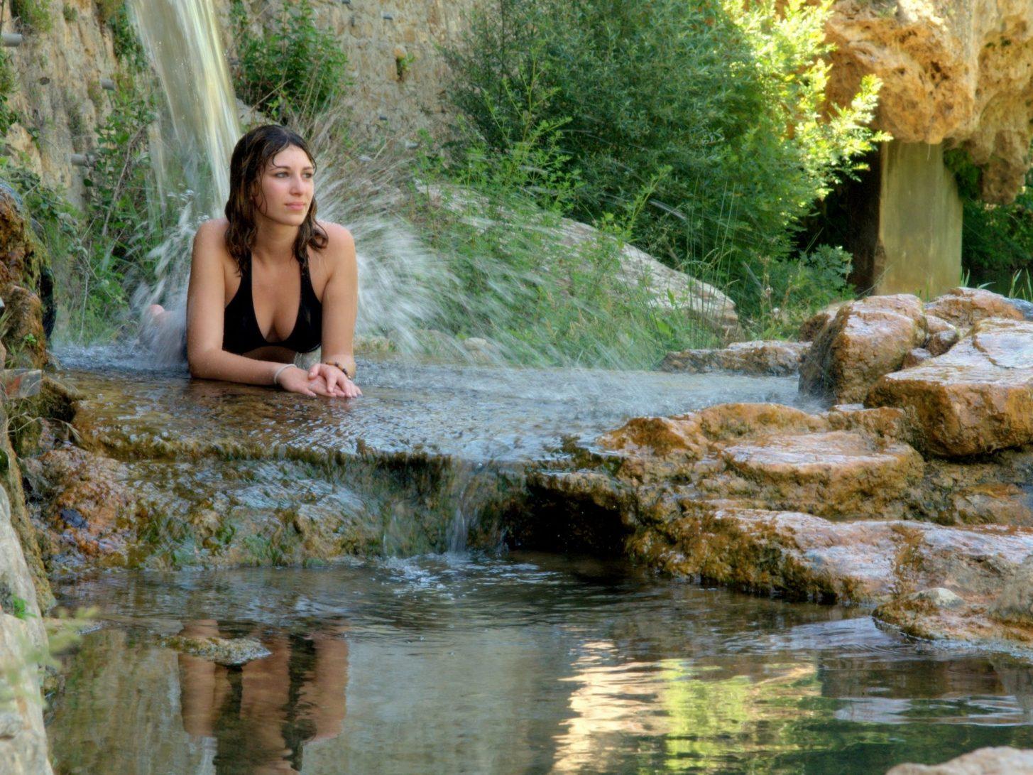 Moment de détente aux bains doux, à Rennes les Bains © JL Socquet Juglard