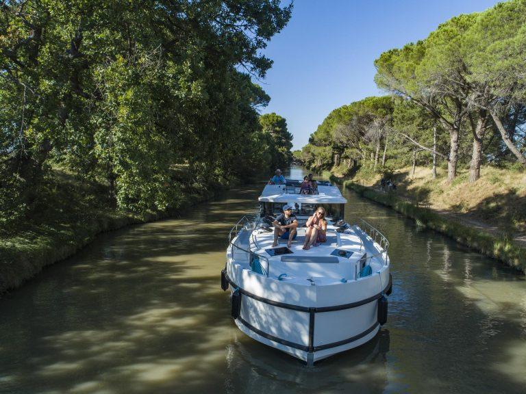 Le canal du Midi à Argeliès, Port Robine, navigation © Le Boat