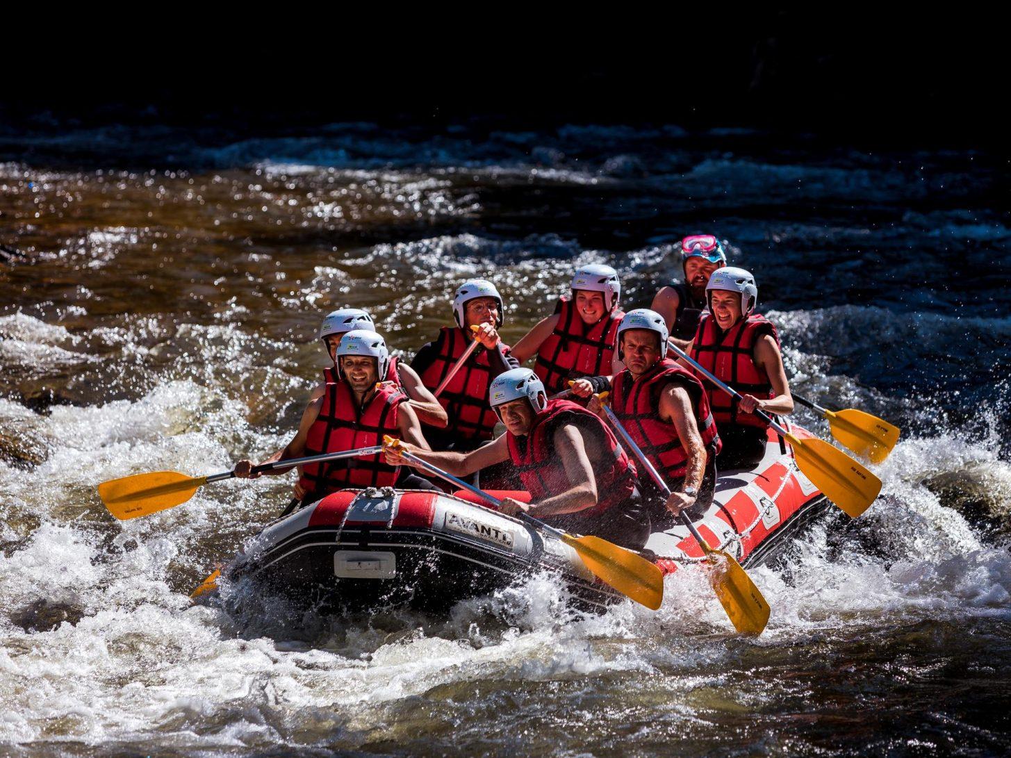 Rafting dans les gorges de la Haute vallée de l'Aude, adrenaline © Raphael Kann, ADT de l'Aude