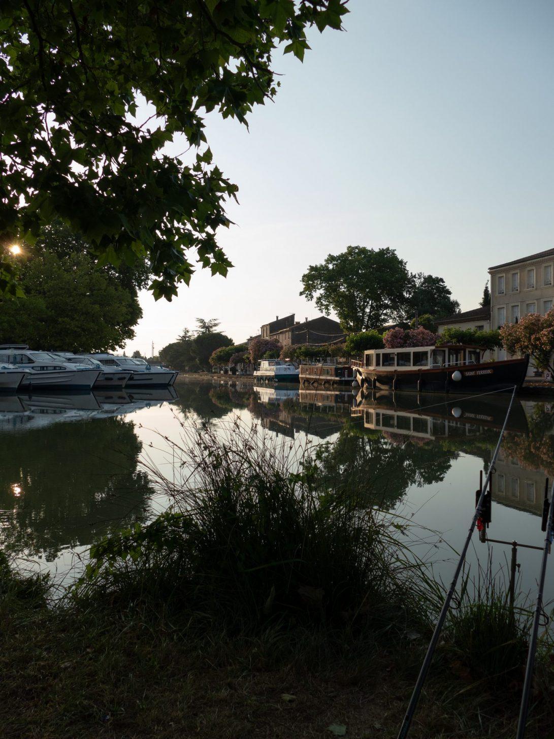 Pêche sur le port de Homps, canal du Midi © J. Del Arco Aguire, Fédération de pêche Aude