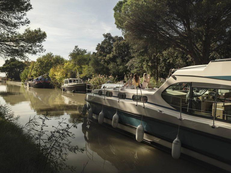 Navigation fluviale sur le canal du Midi, en approche de Mirepeisset © Idriss Bigou Gilles, ADT de l'Aude