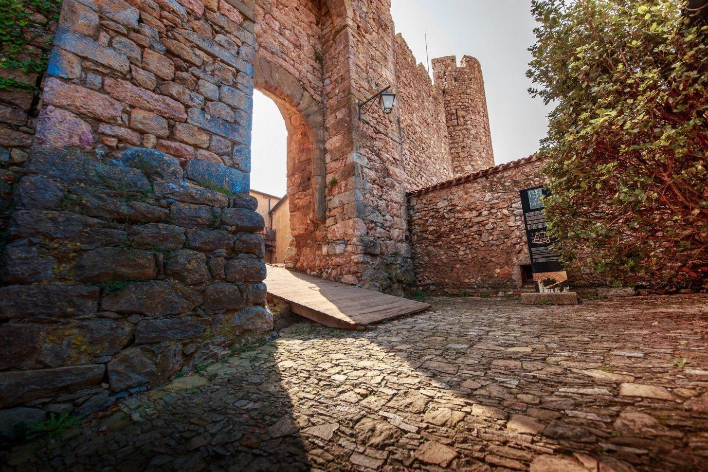Le pont-levis au Château de Villerouge Terménes © Vincent Photographie, Conseil départemental de l'Aude