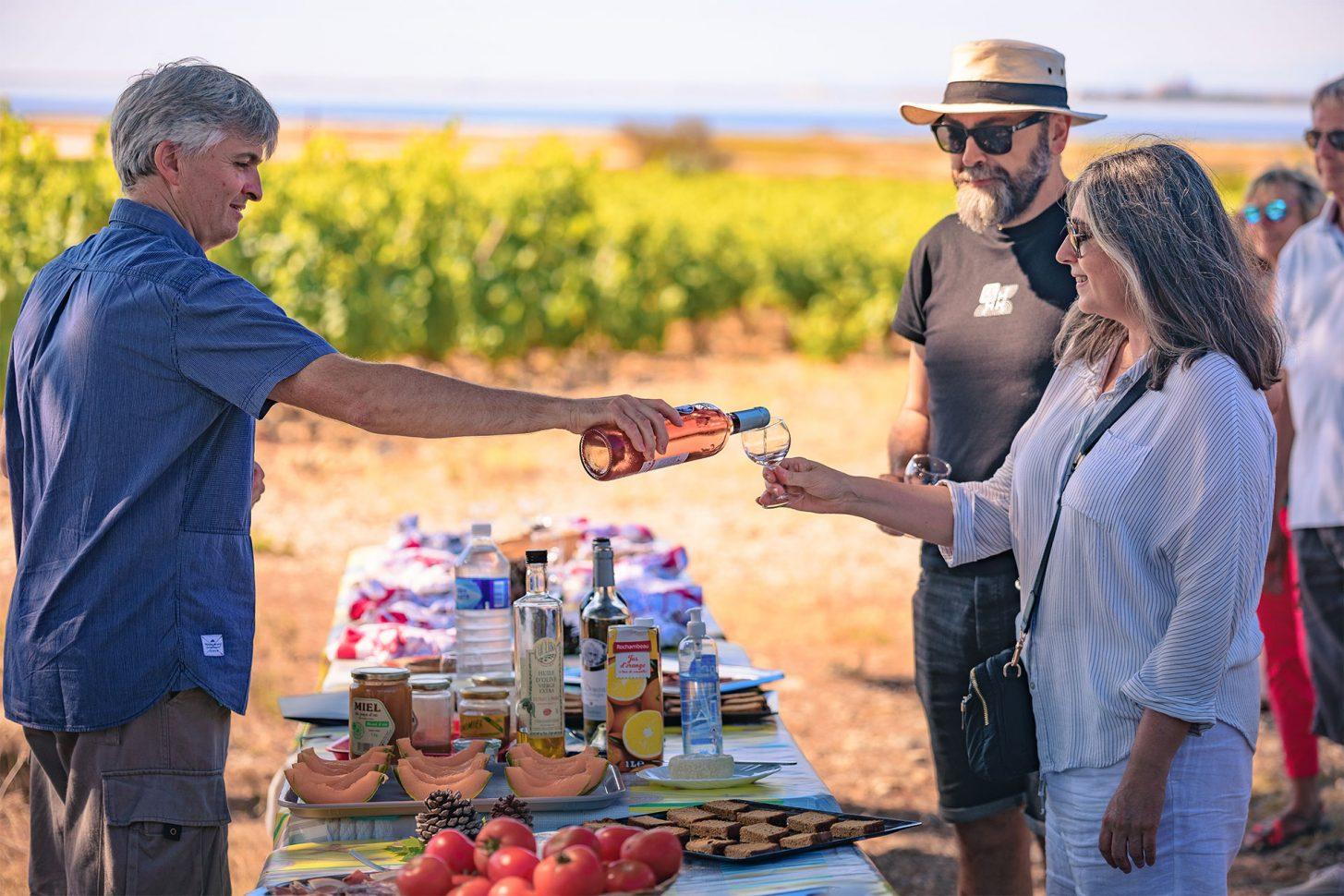 Petit déjeuner dans les vignes et dégustation de vin ©Vincent Photographie - ADT de l'Aude