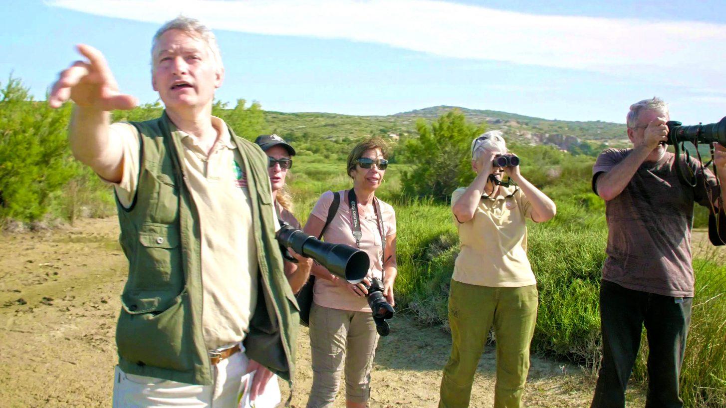 Observation des oiseaux dans le Parc Naturel de la Narbonnaise ©Ailium production - ADT de l'Aude