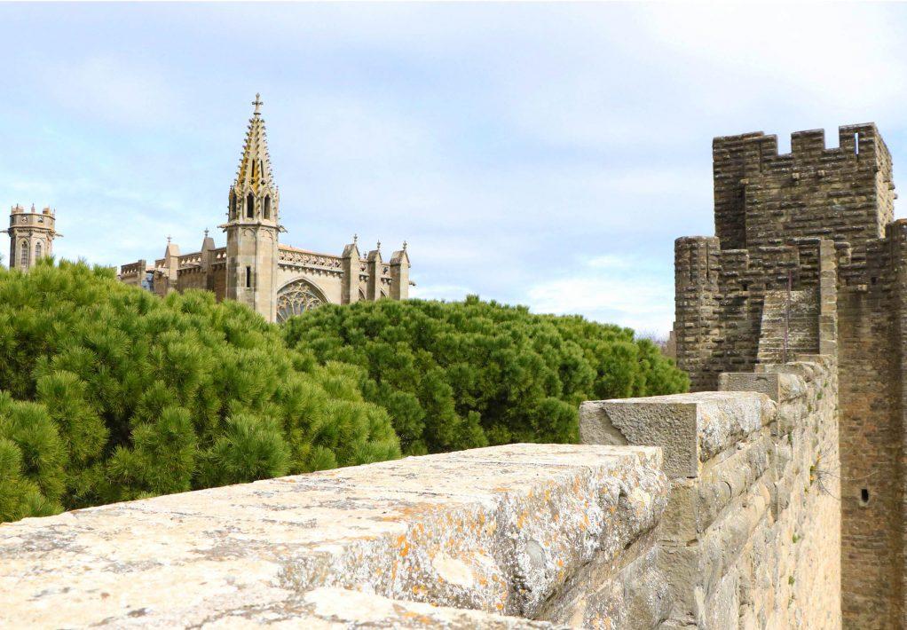 18032019-carcassonne-2019-03-cite-rempart-vue-cathedrale-st-nazaire-cr-b-larribere-adt-aude-armandine-rue