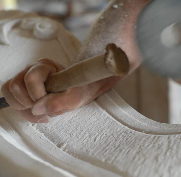 sculpteur sur bois, marqué Pays cathare