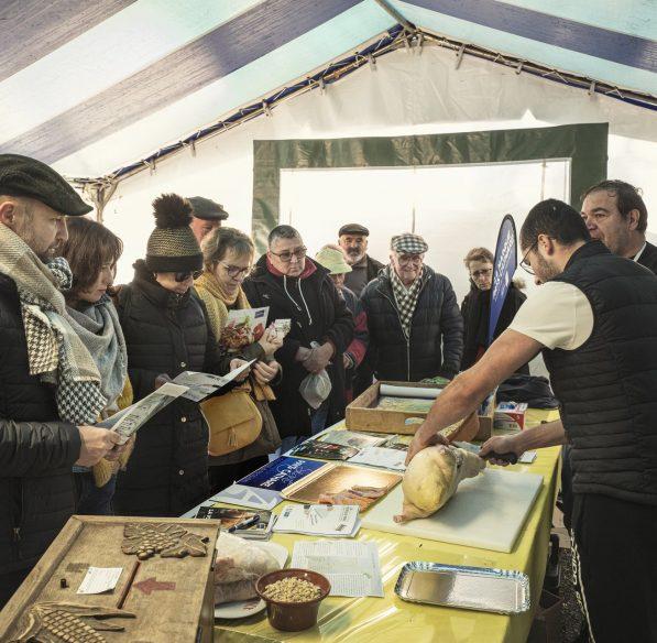 Foire au gras à Belpech, découpe du canard